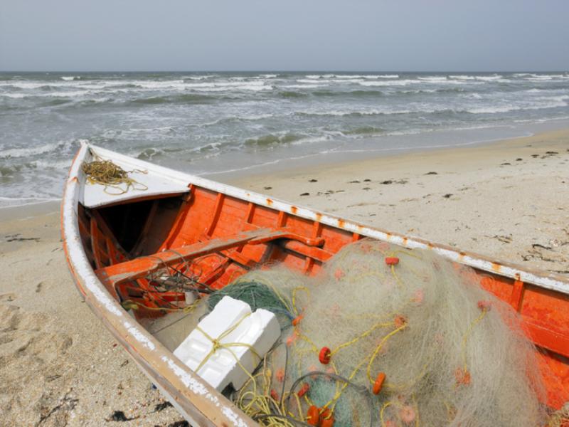 Thème mer - Bateau de pêche rouge