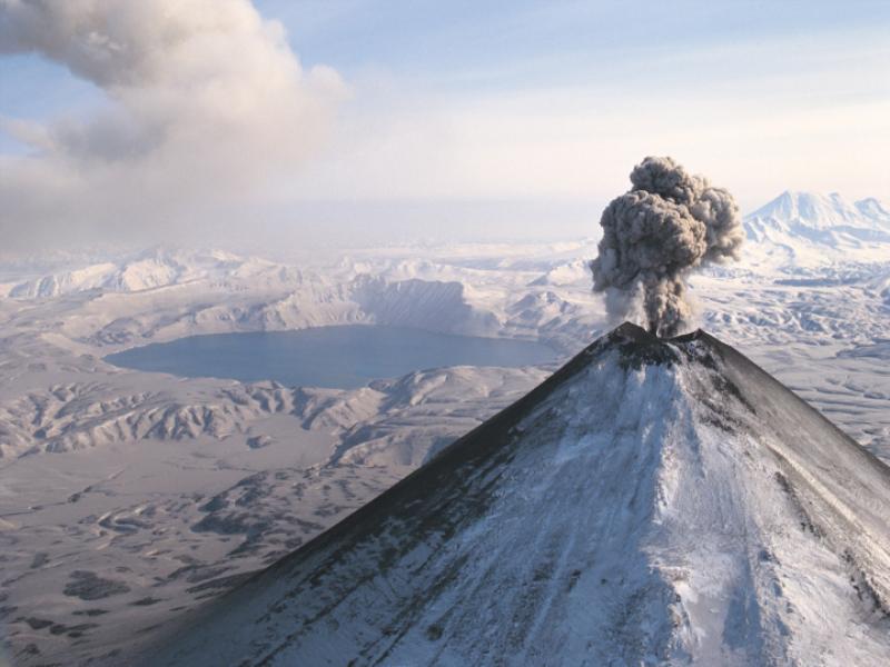 Thème montagne - Volcan en réveil