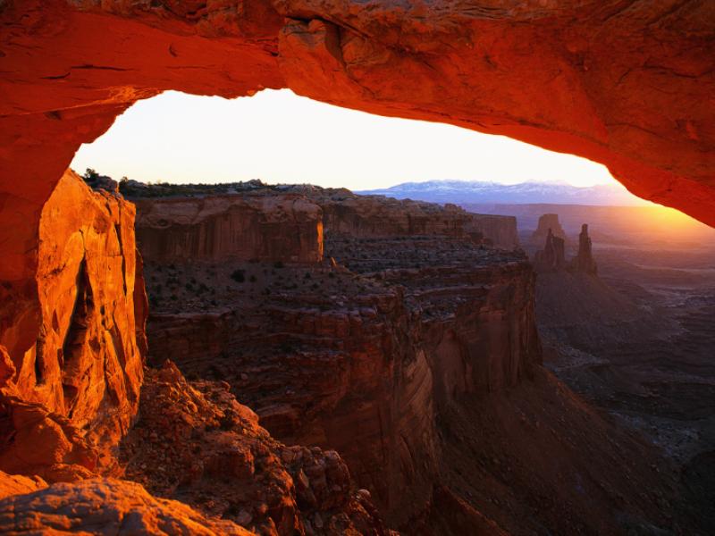 Thème désert - Canyon avec vue sur arche