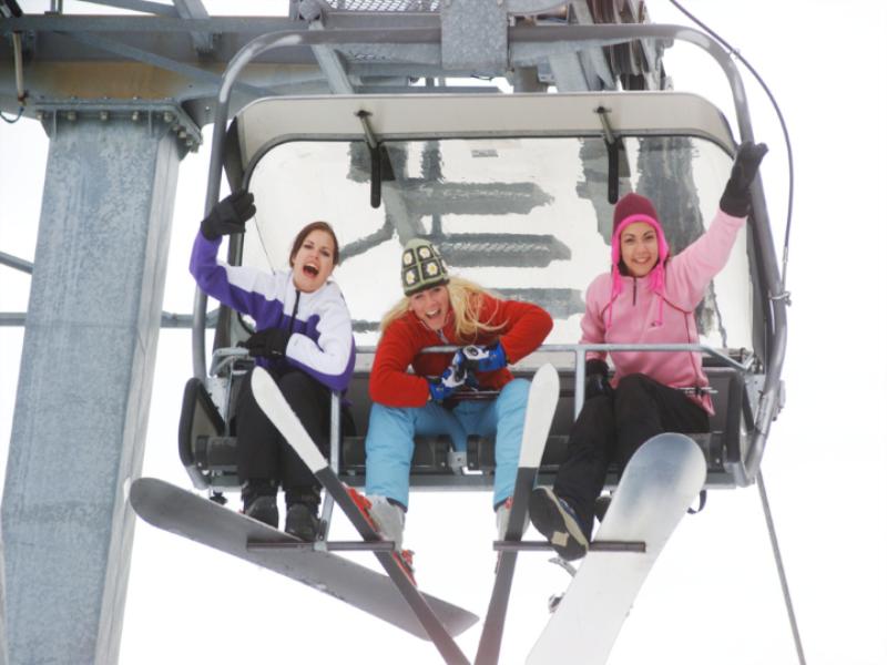 Thème ski -Télésiège en folie