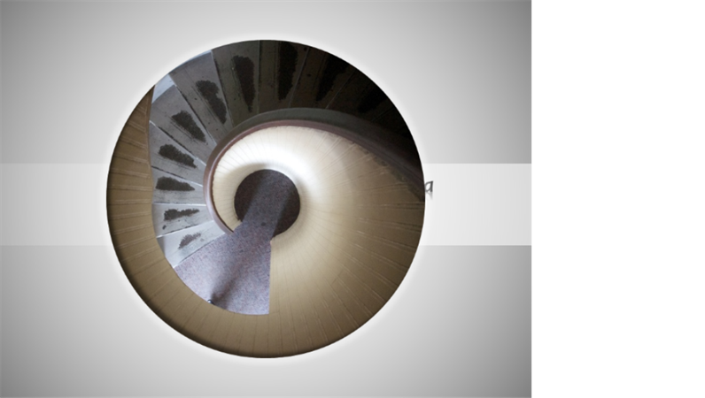 Immagine animata con titolo che forma una spirale e si riduce