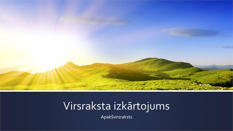 Zilas joslas dabas prezentācija ar kalnu saullēkta fotoattēlu (platekrāna)