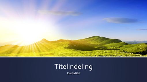 Natuurpresentatie, blauw en met strepen, met een foto van zonsopgang in de bergen (breedbeeld)
