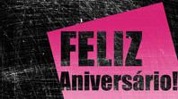 Cartão de aniversário, fundo rasurado (cor de rosa, preto, meia dobra)
