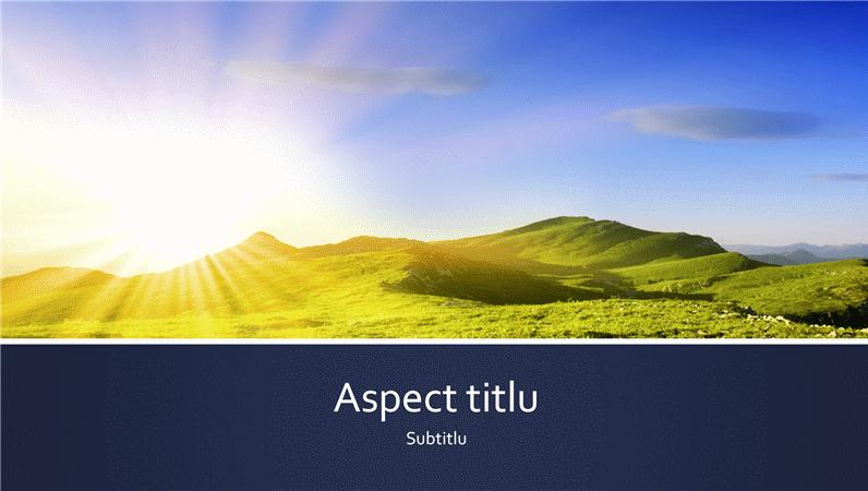 Prezentare cu benzi albastre, cu o fotografie a răsăritului de soare în munți (ecran lat)