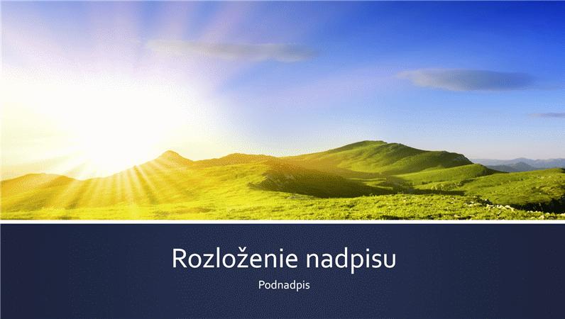 Prezentácia s modrými pruhmi a fotografiou východu slnka nad horami (širokouhlý formát)