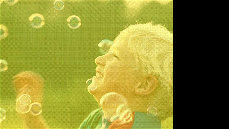 Formgivningsmall med pojke och hans bubblor