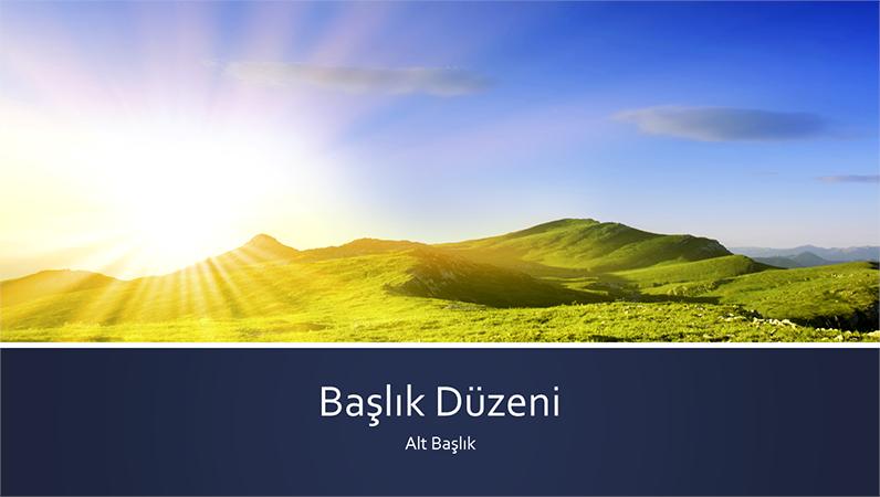 Dağda gün doğumu fotoğraflı, mavi şeritli doğa sunusu (geniş ekran)